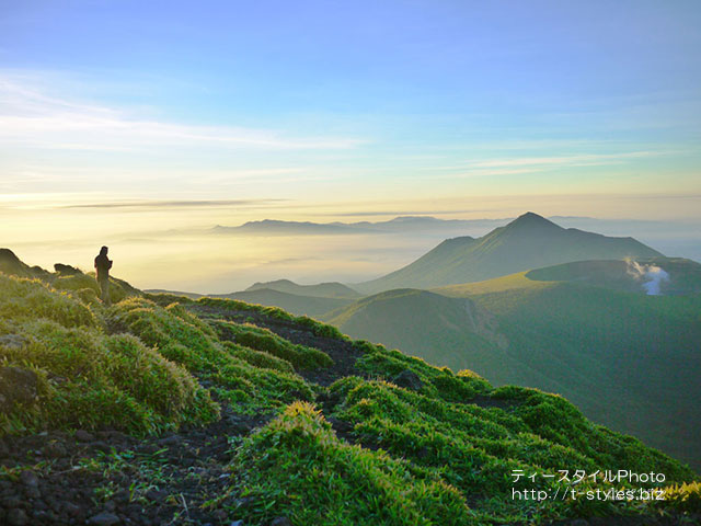 朝もやの霧島連山